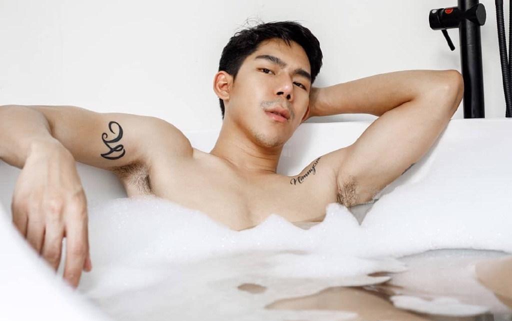 国产肌肉裸男洗澡图片无遮挡