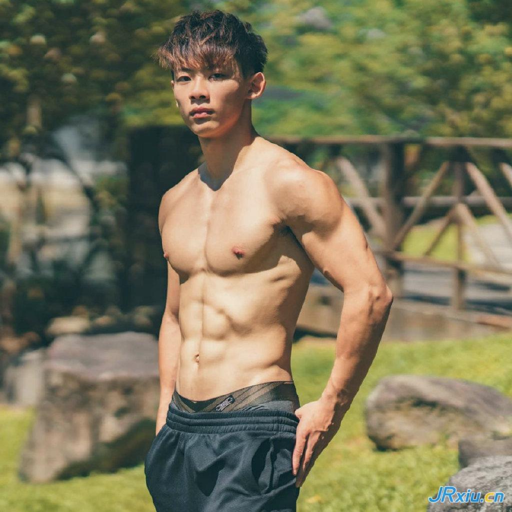 中国台湾大学生薄肌肌肉模特陈鸿宇